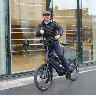 A Noël, je me suis fait plaisir en investissant dans un vélo électrique de compétition. Il est beau, facile à utiliser, rapide et écologique.